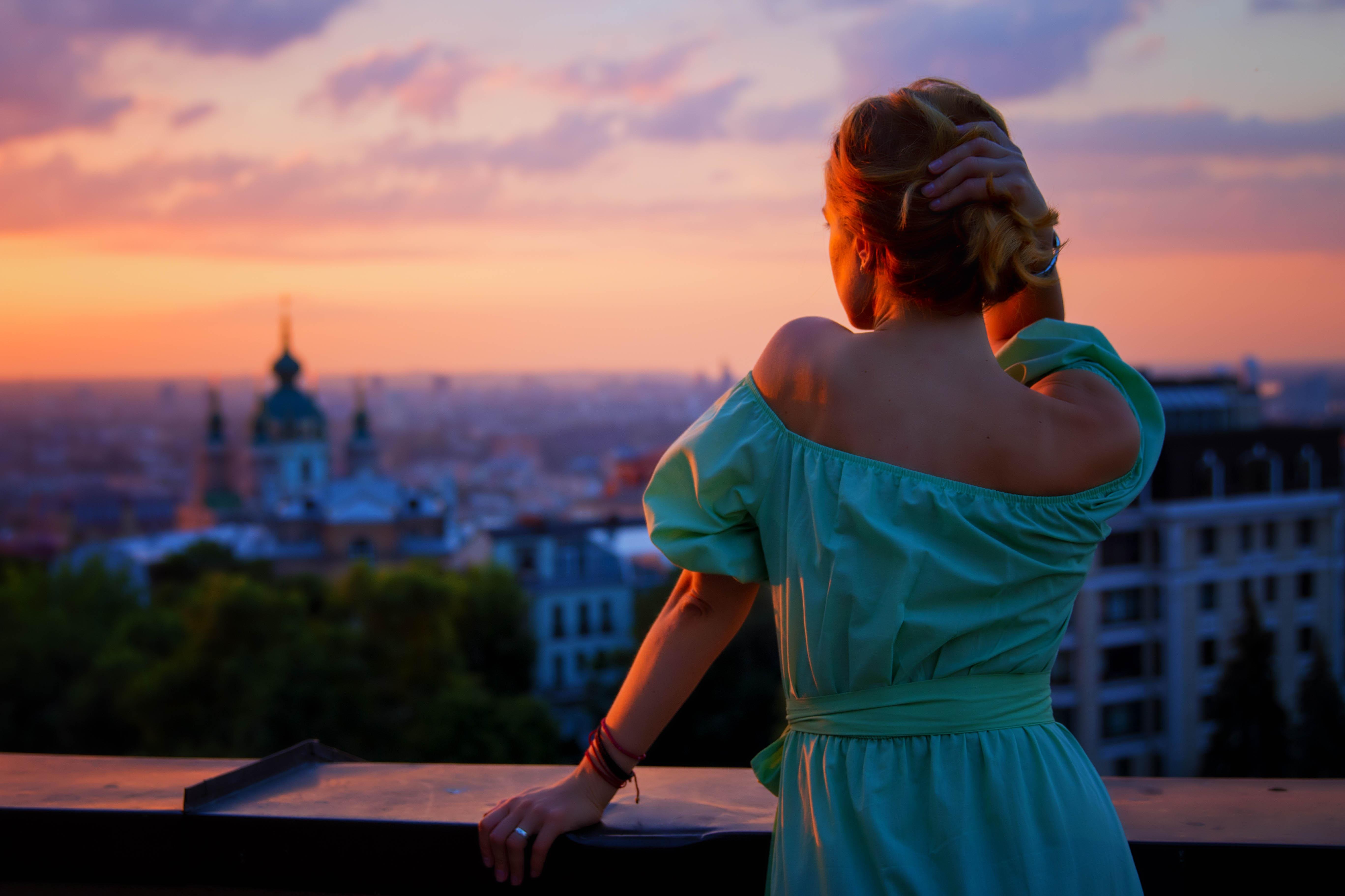 Девушка город картинка
