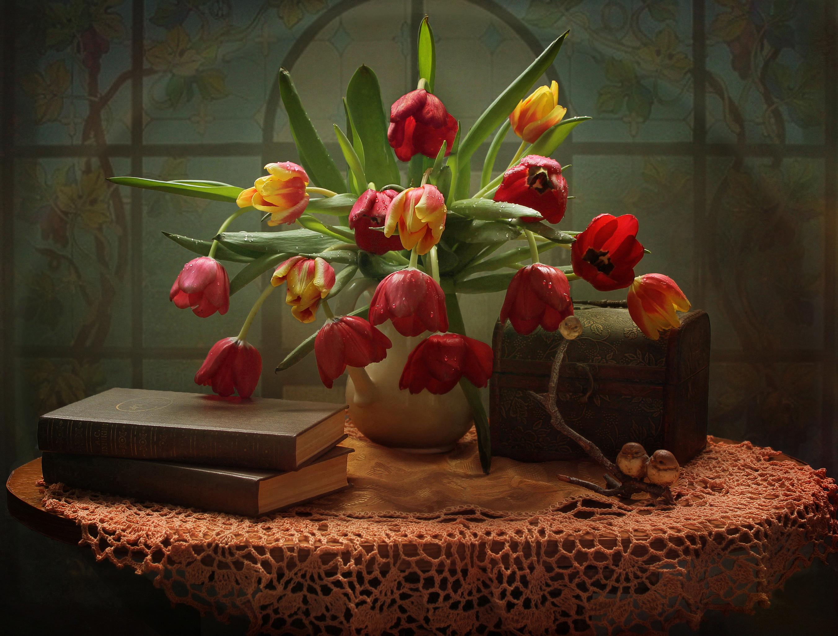 Коробке, букет тюльпанов фигурки