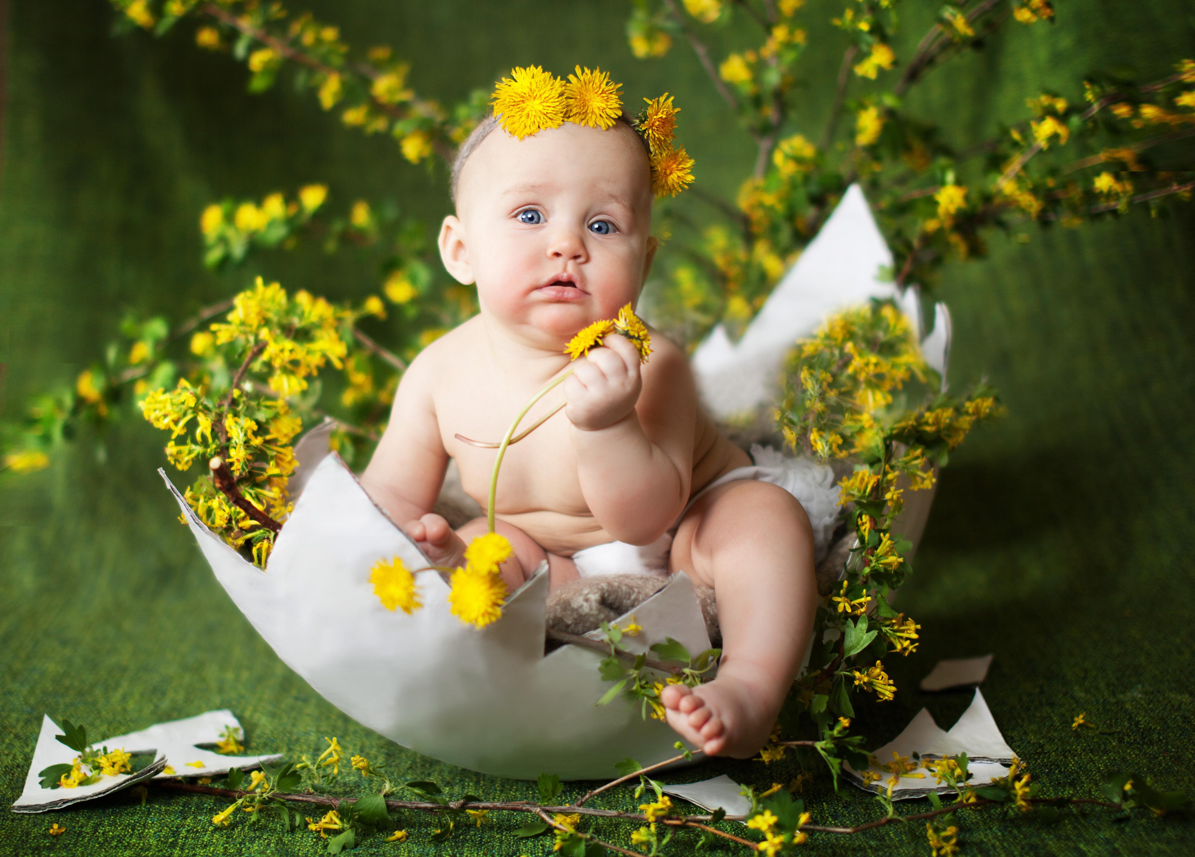 открытки с малышами в цветах хочу