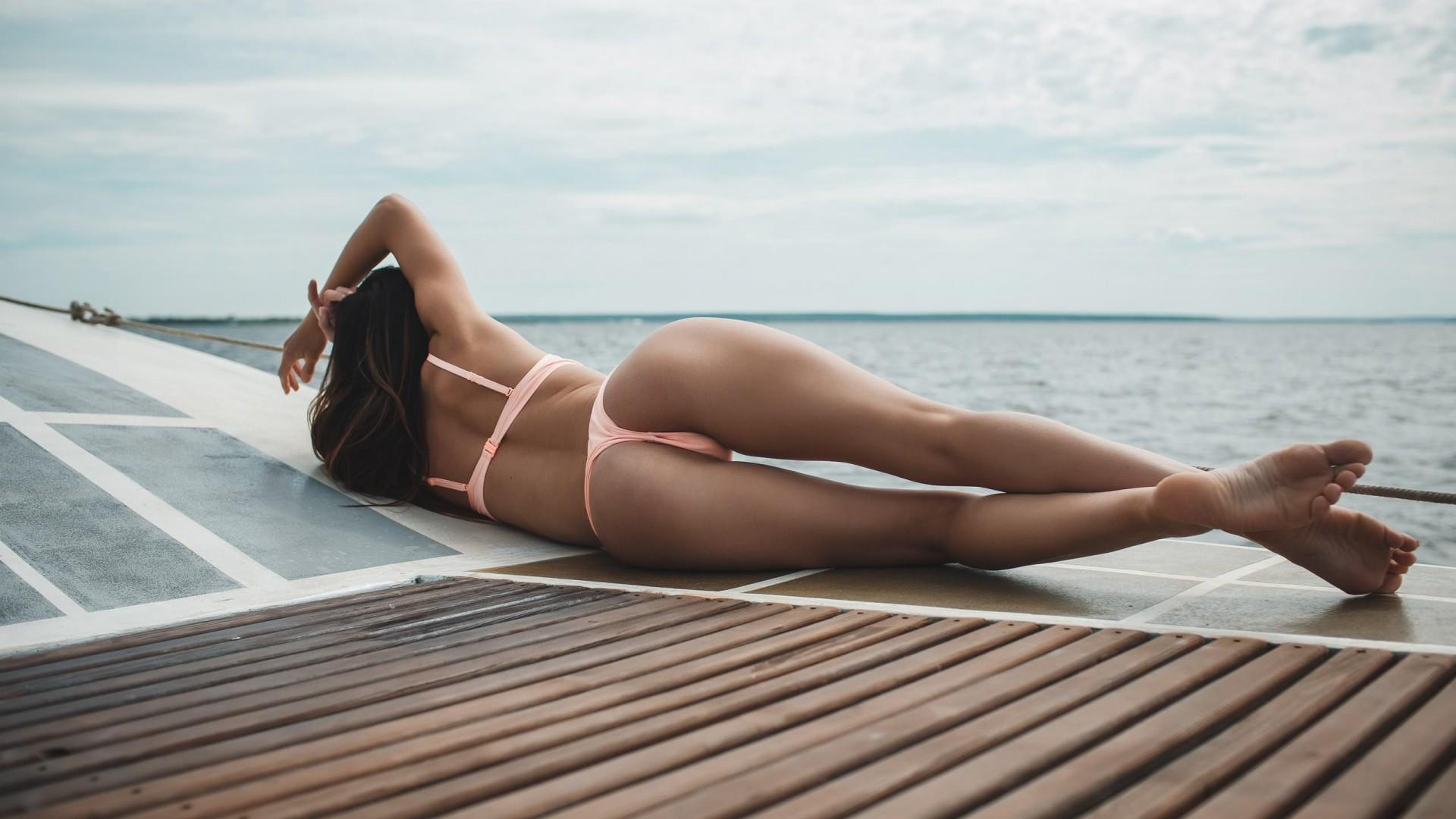 лежащие девушки вид сзади инцест