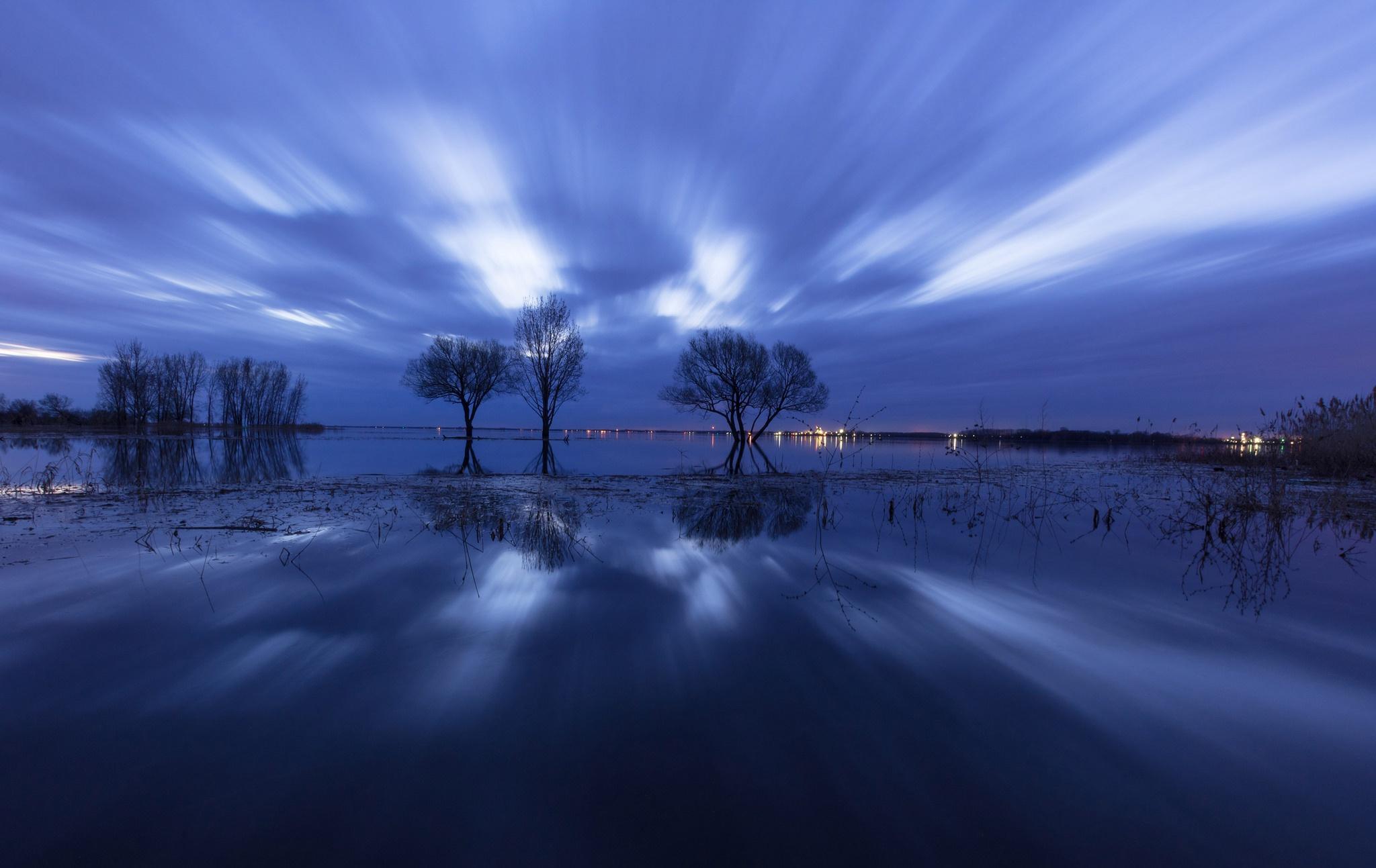 природа озеро отражение деревья вечер загрузить