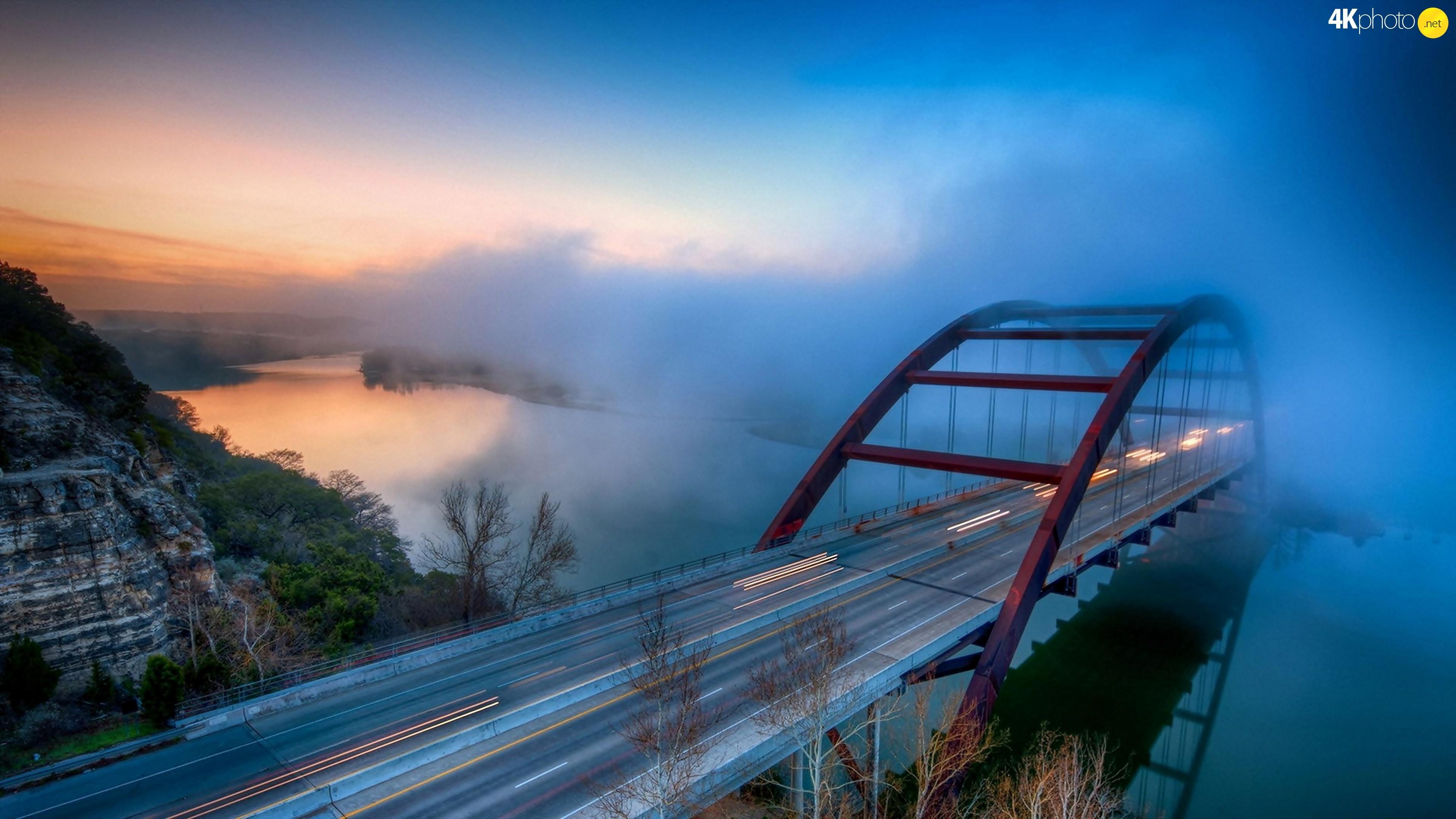 Фонари на мосту через реку без смс