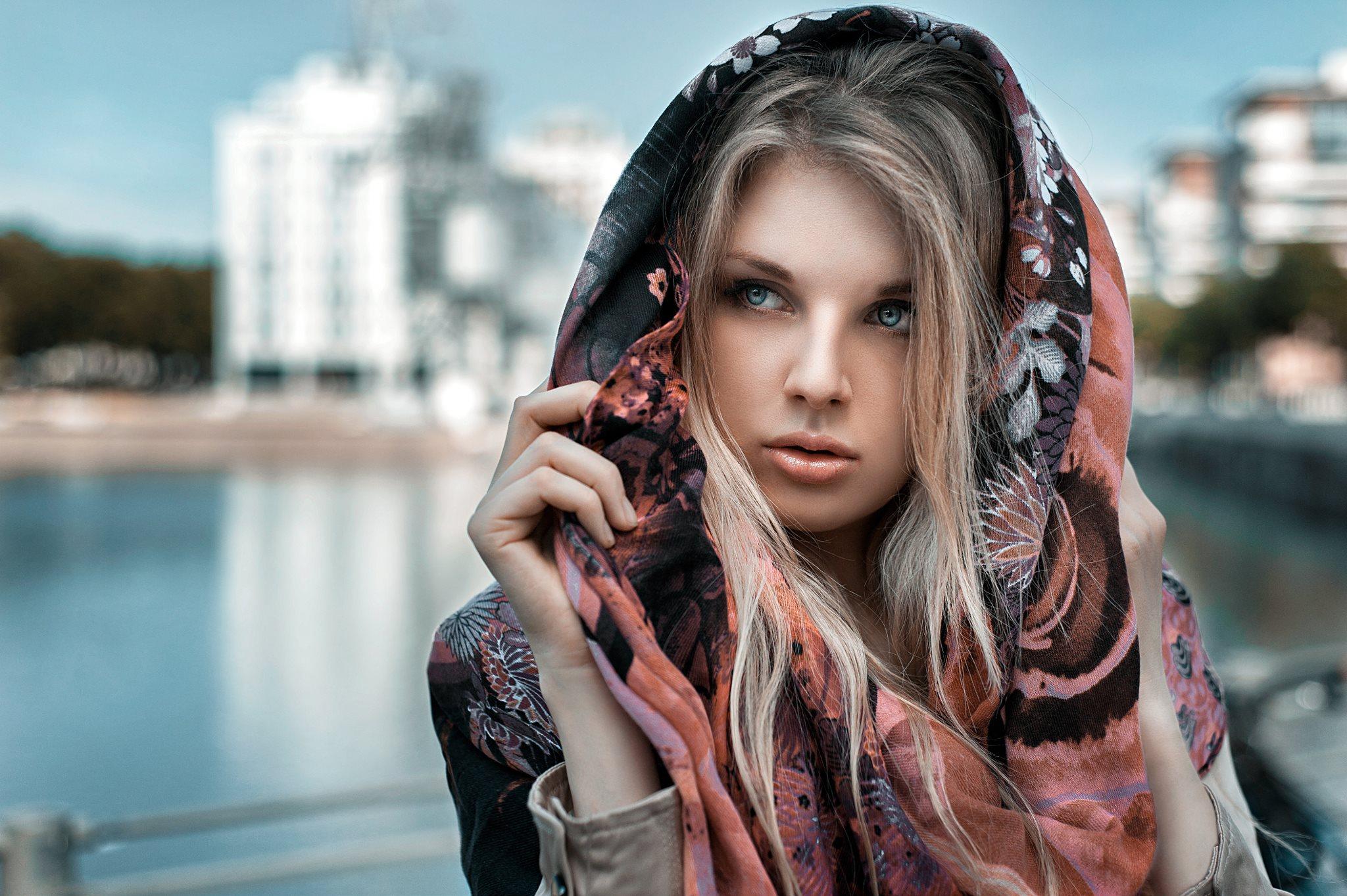 Фото блондинок в платках — pic 15