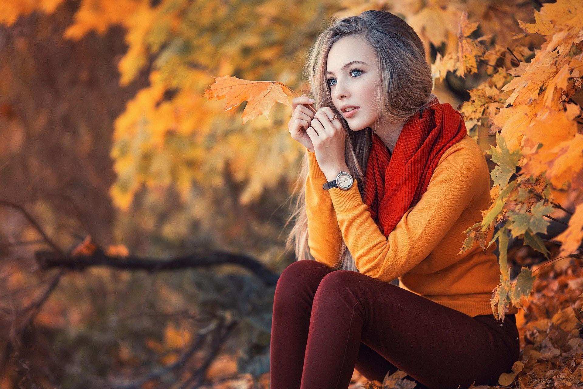 советским фотографии и позы с осенними листьями тянется