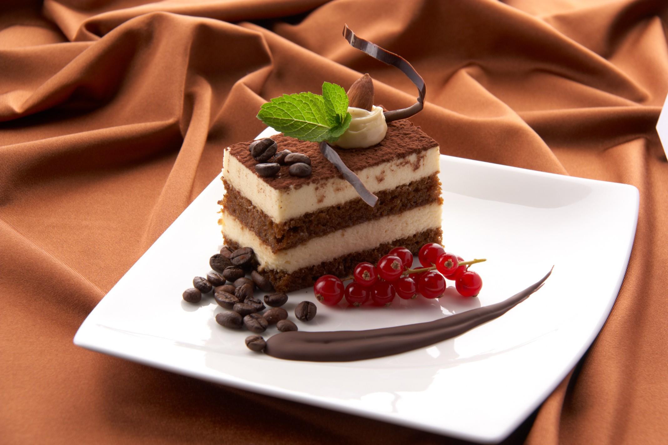 Кусок торта со свечей  № 2183967 бесплатно
