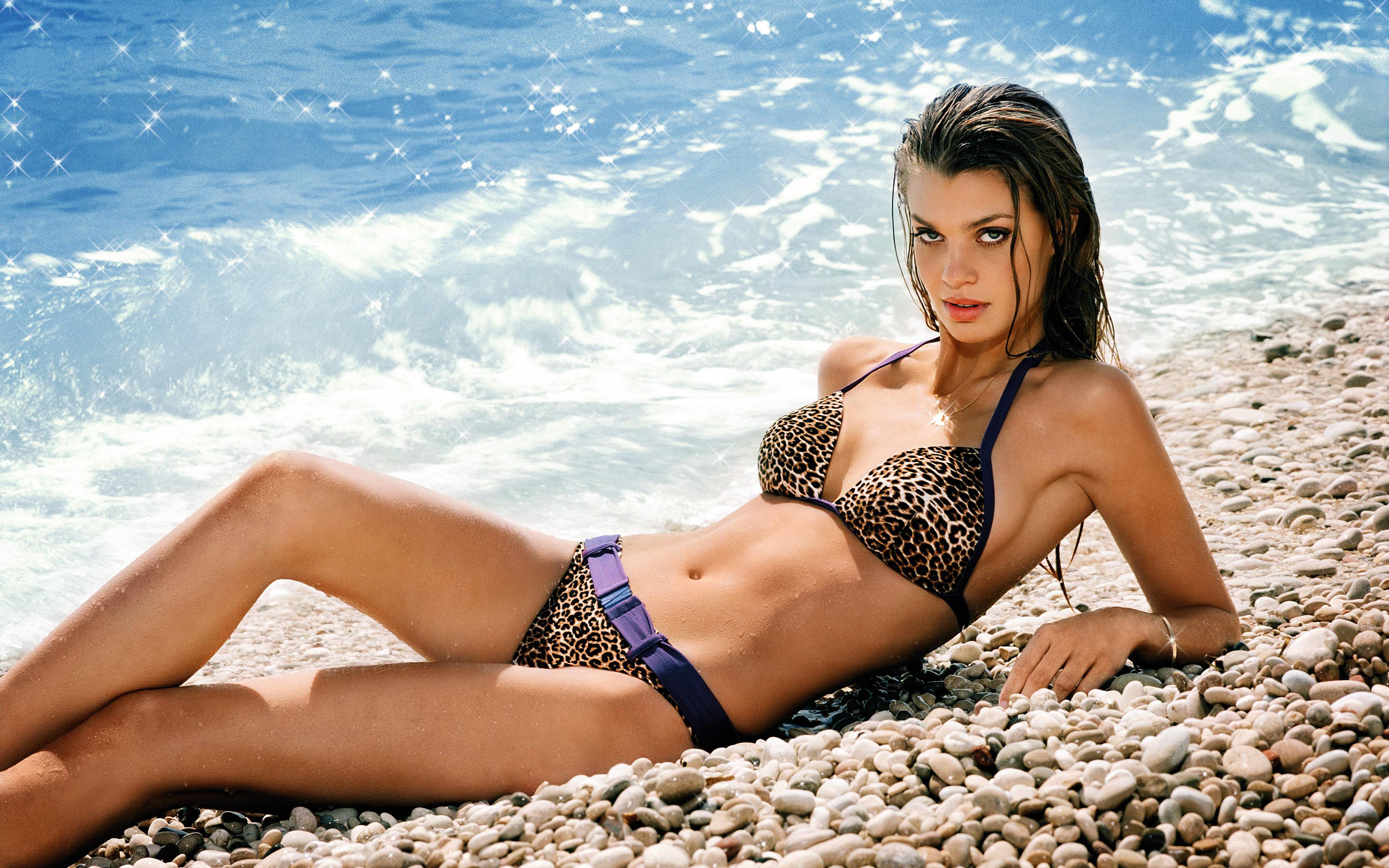 Фото девушек на пляже моделей