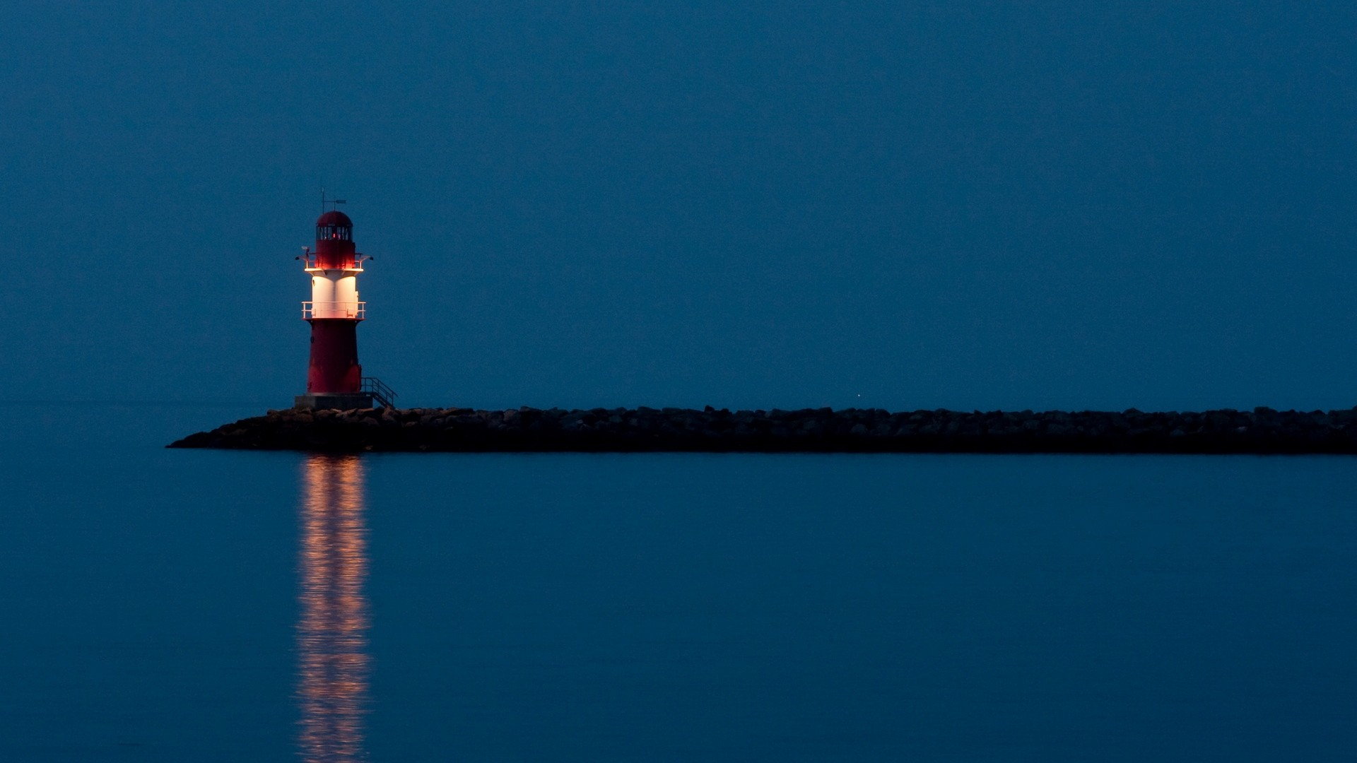 Free lighthouse pictures at night