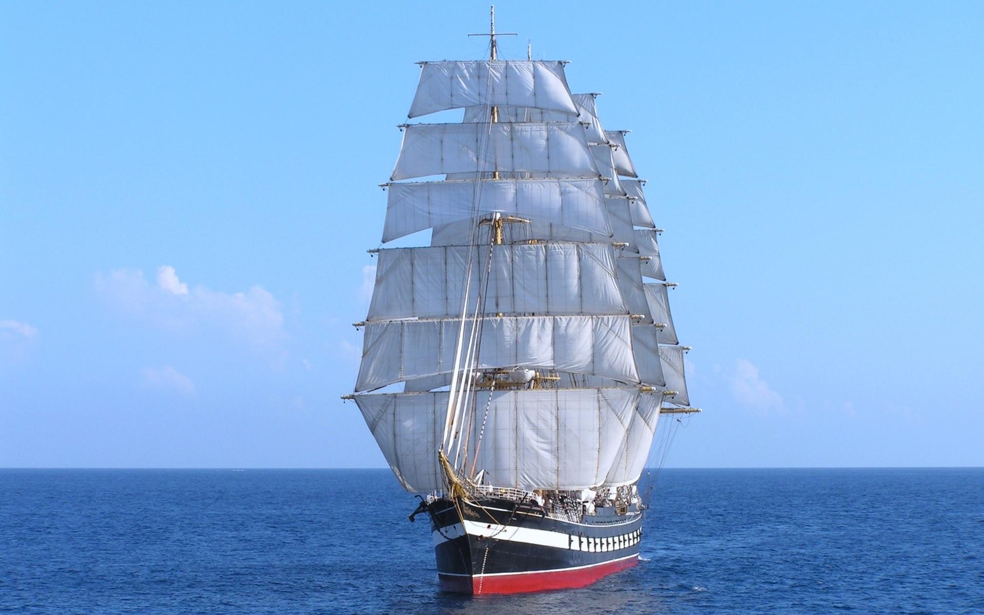 расскажу фото кораблей с парусами в море начале
