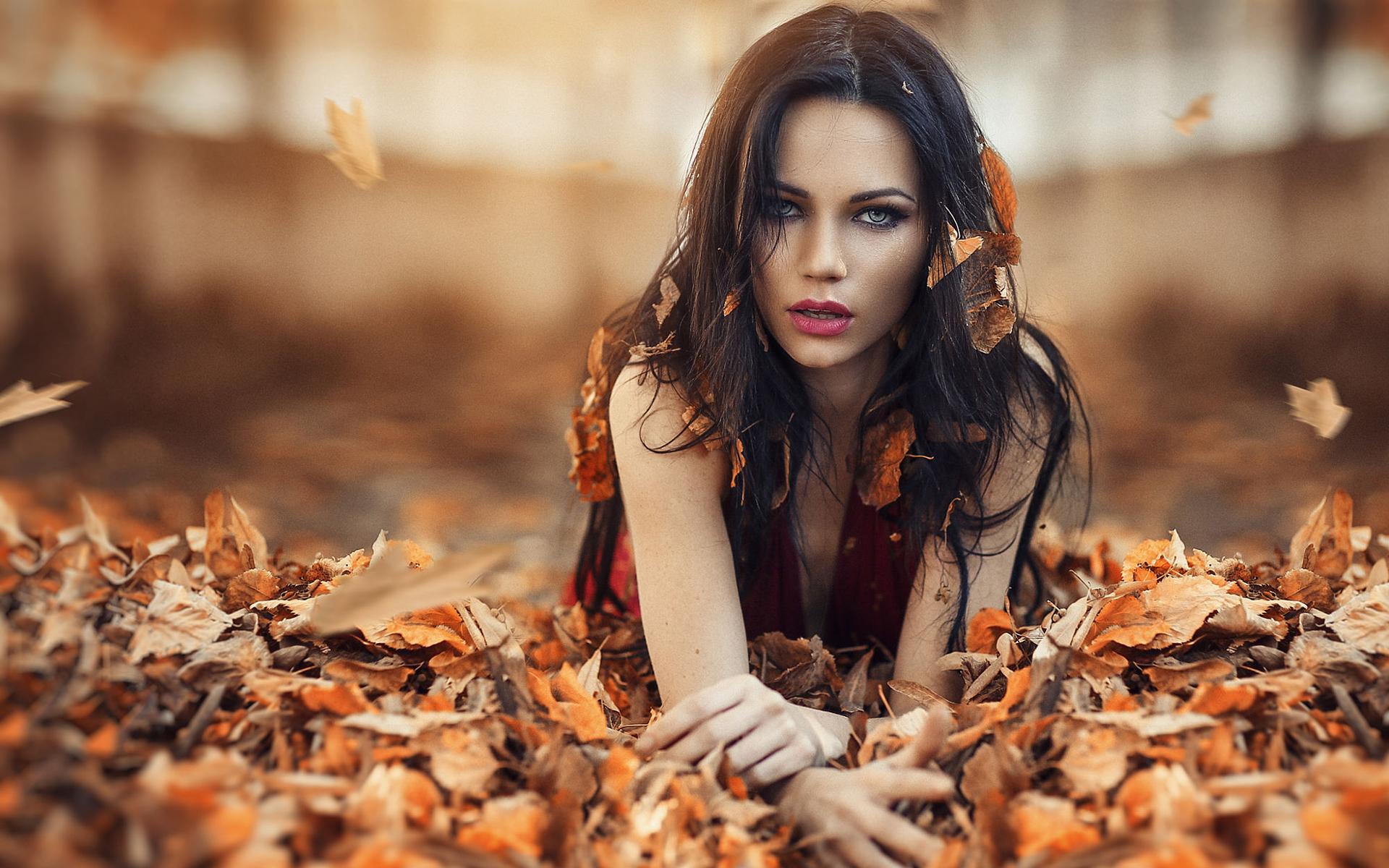Картинки брюнетка осень