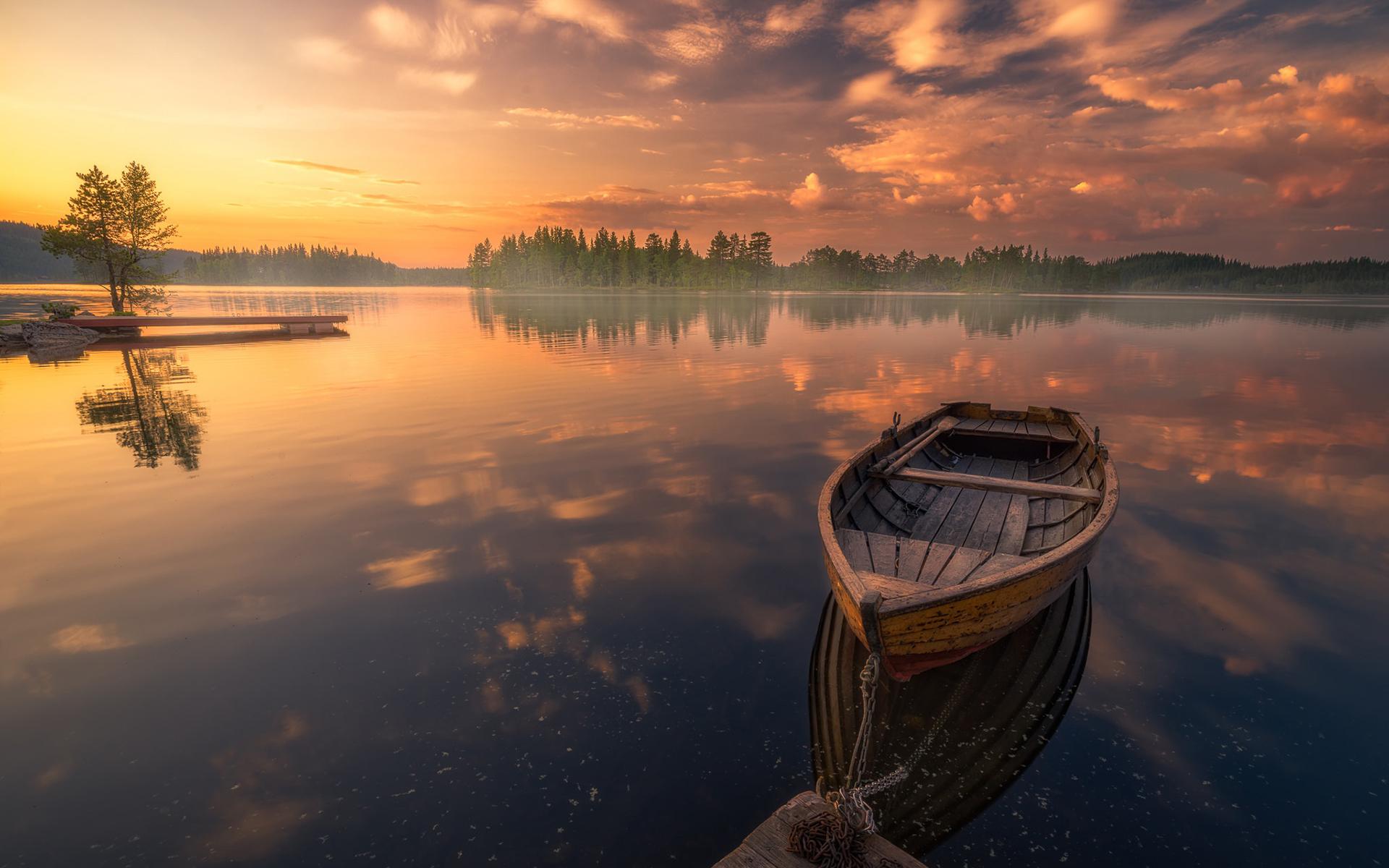 лодка с отражением на закате фото фотографиях