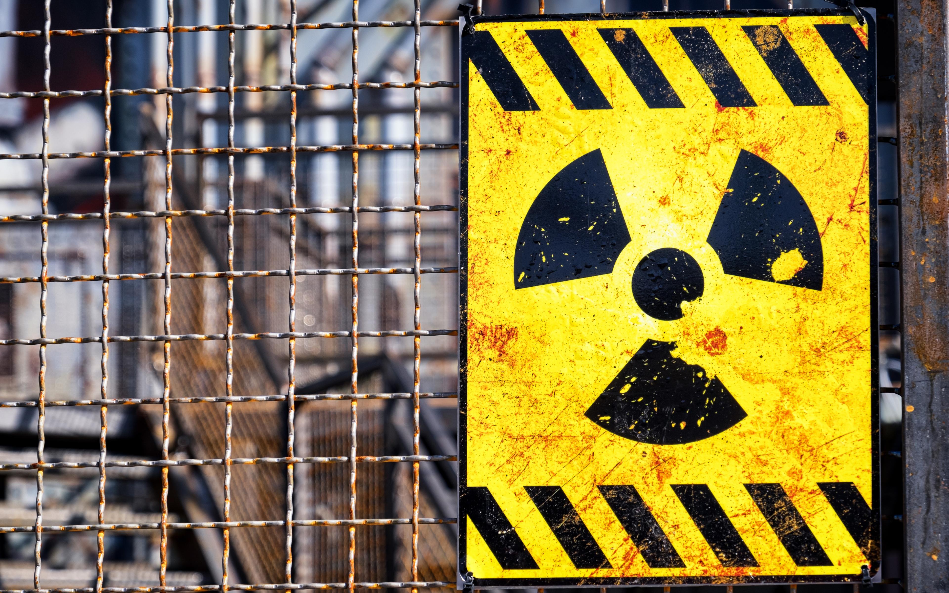 знак радиации фото картинка улице солянка