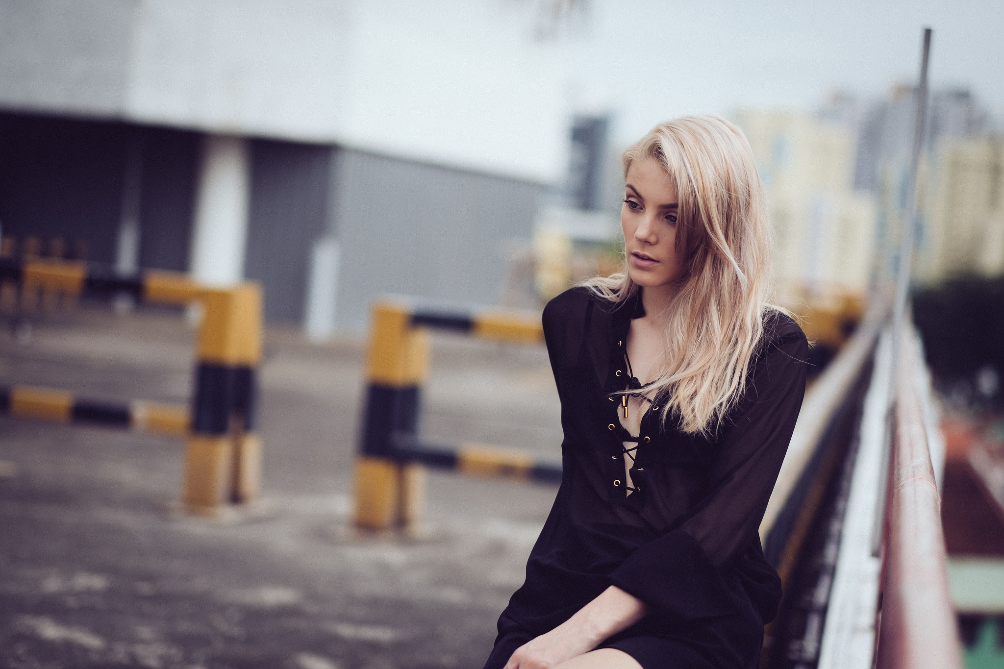 фото девушка расстроена блондинка