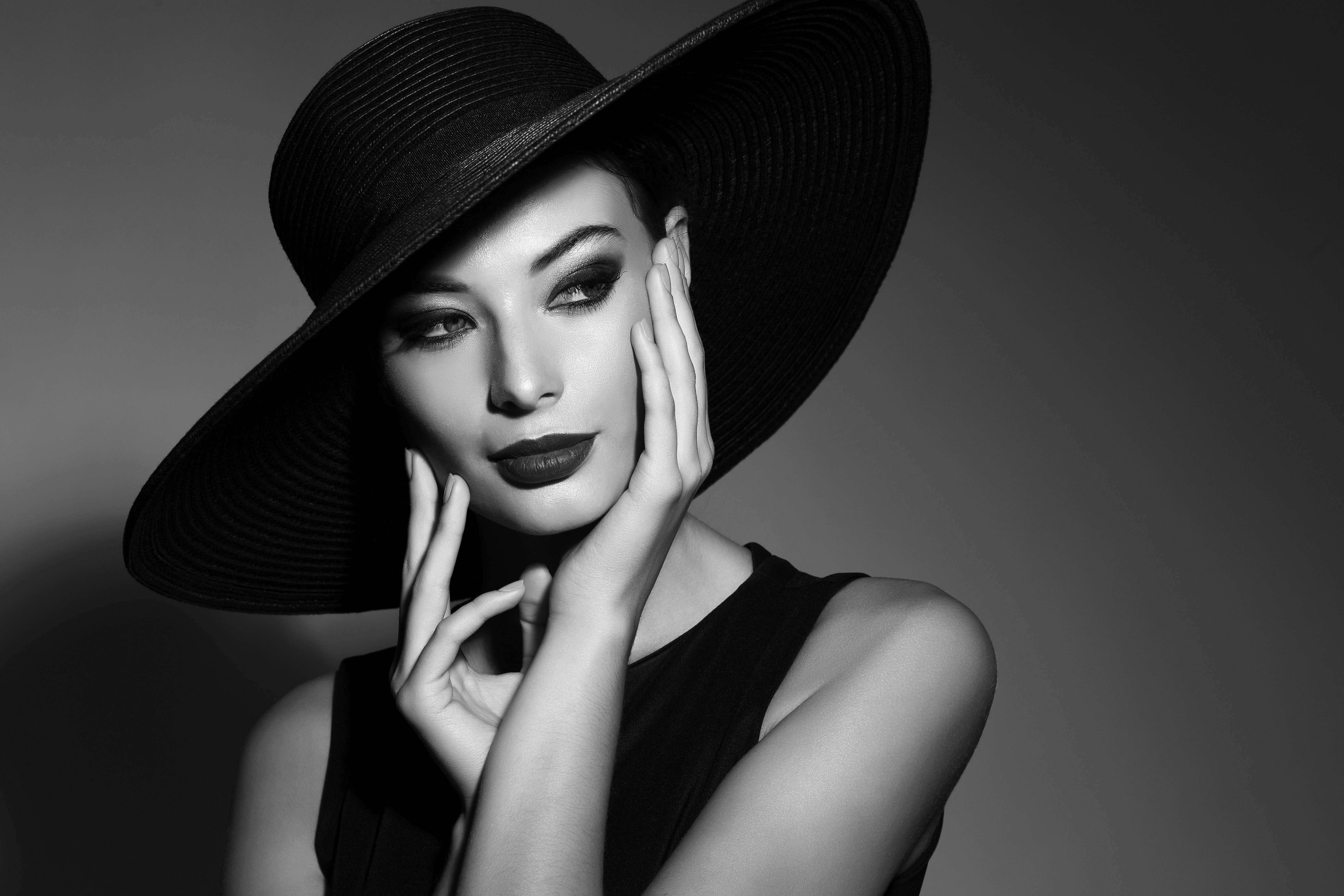 Девушки в шляпах картинки черно белые