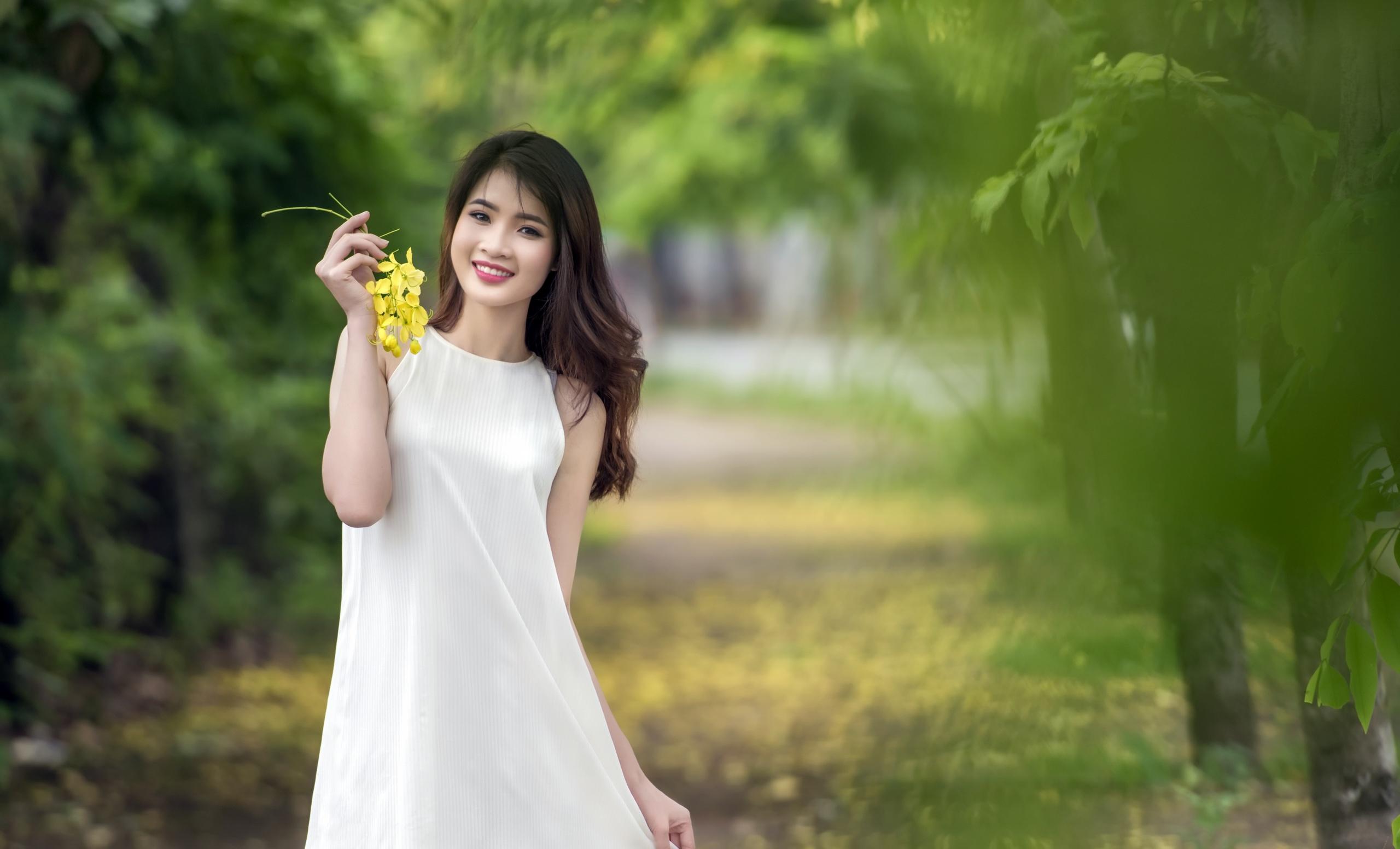 азиатка и белый