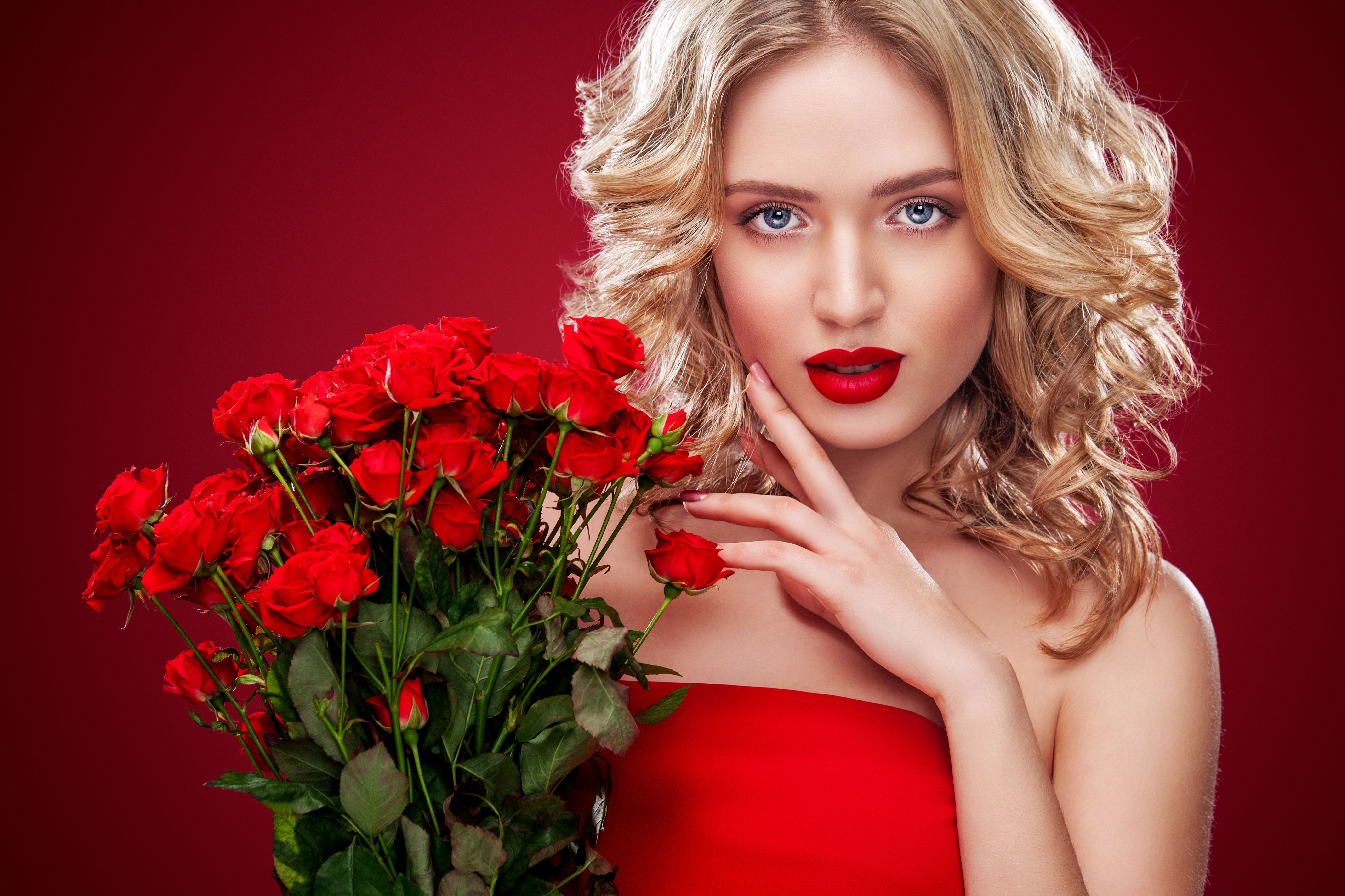 beautiful-blond-with-roses-wild-party-wife