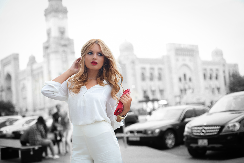 фото моделей женщин на улицах города если