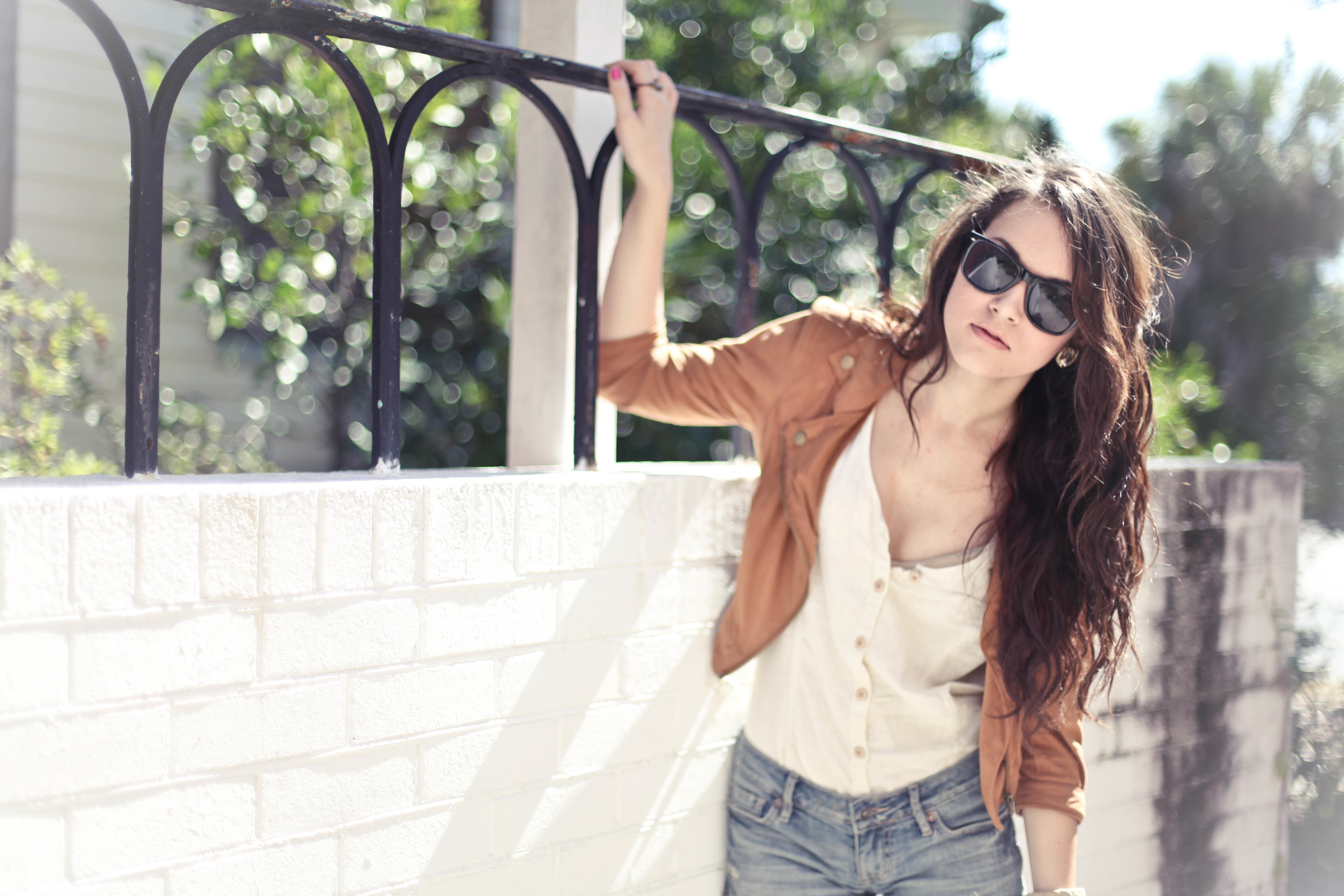 фотографии обычных девушек с темными длинными волосами в очках для