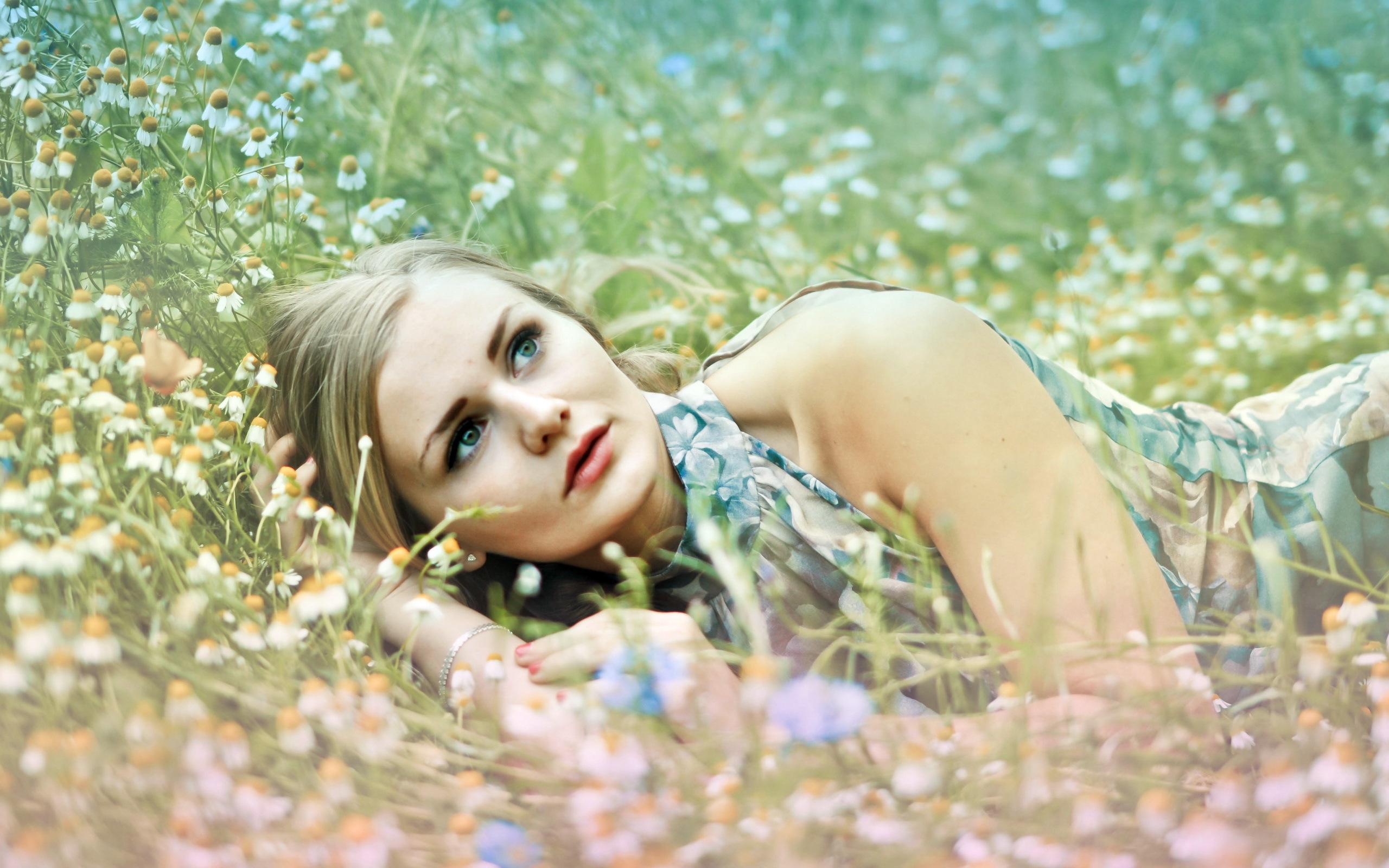 лето уживающиеся картинки фото девушек на природе наших