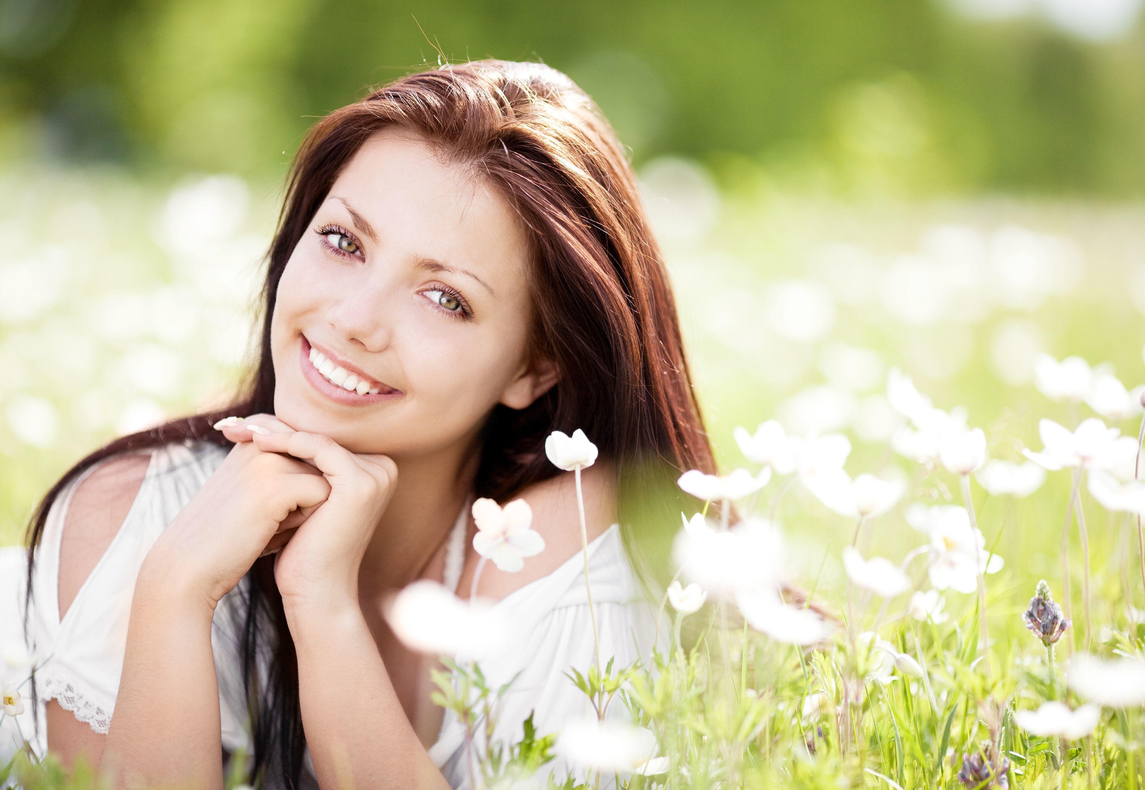 Фото улыбки на фоне природы девушки, видео запихнуть игрушку в жопу
