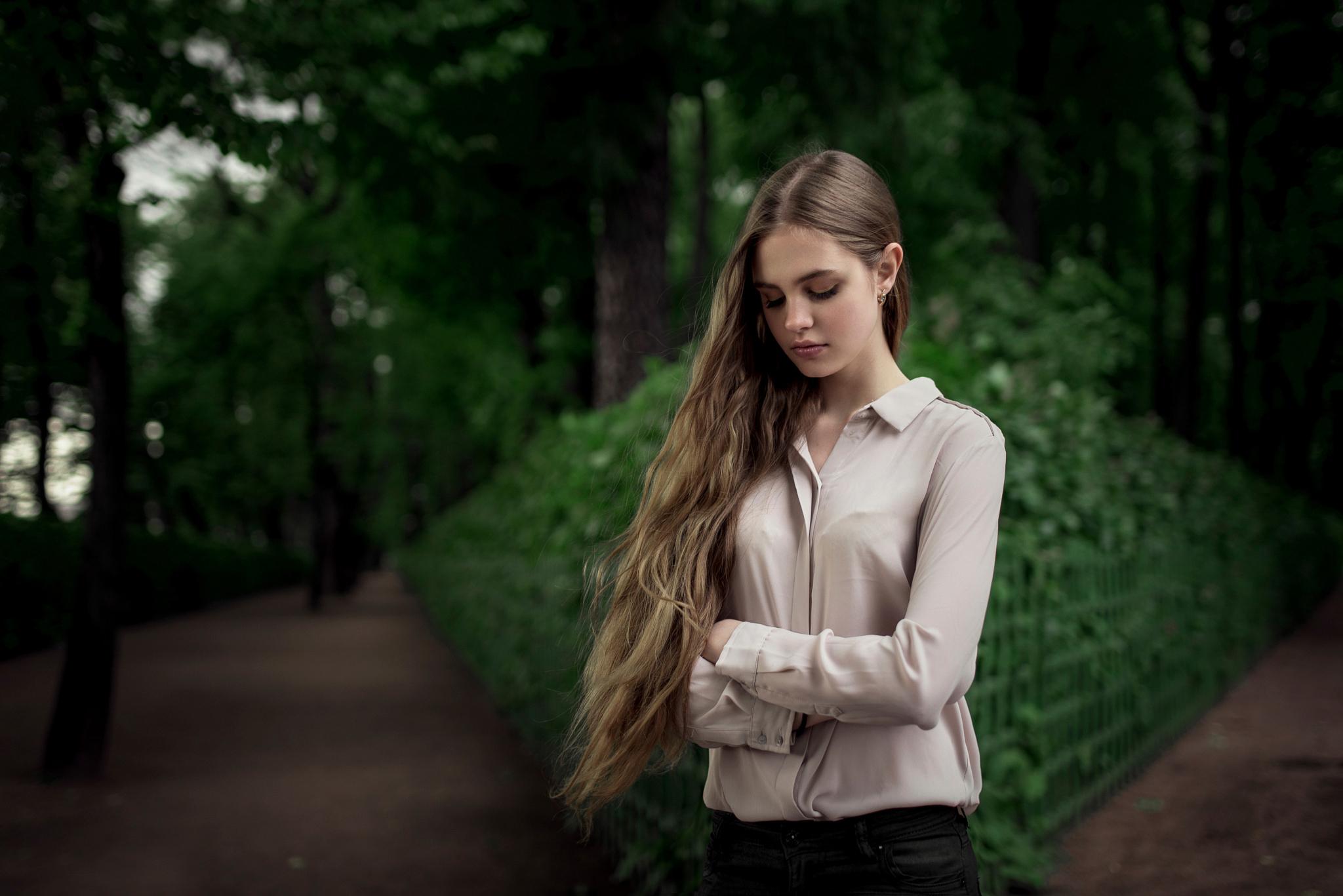 devushki-v-bluzkah-foto-stseni-lesbiyanok-smotret