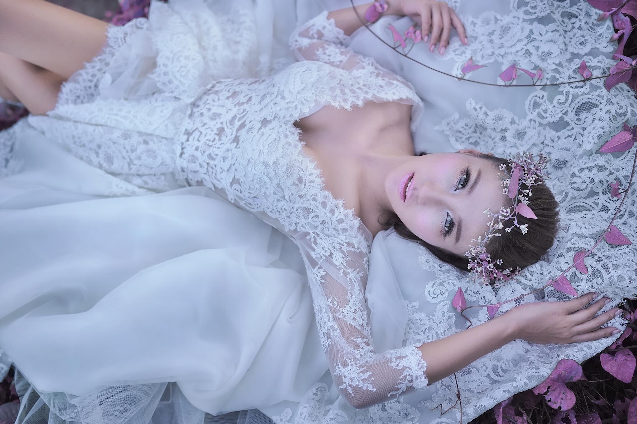 своеобразный фотосессия в свадебных нарядах снимки