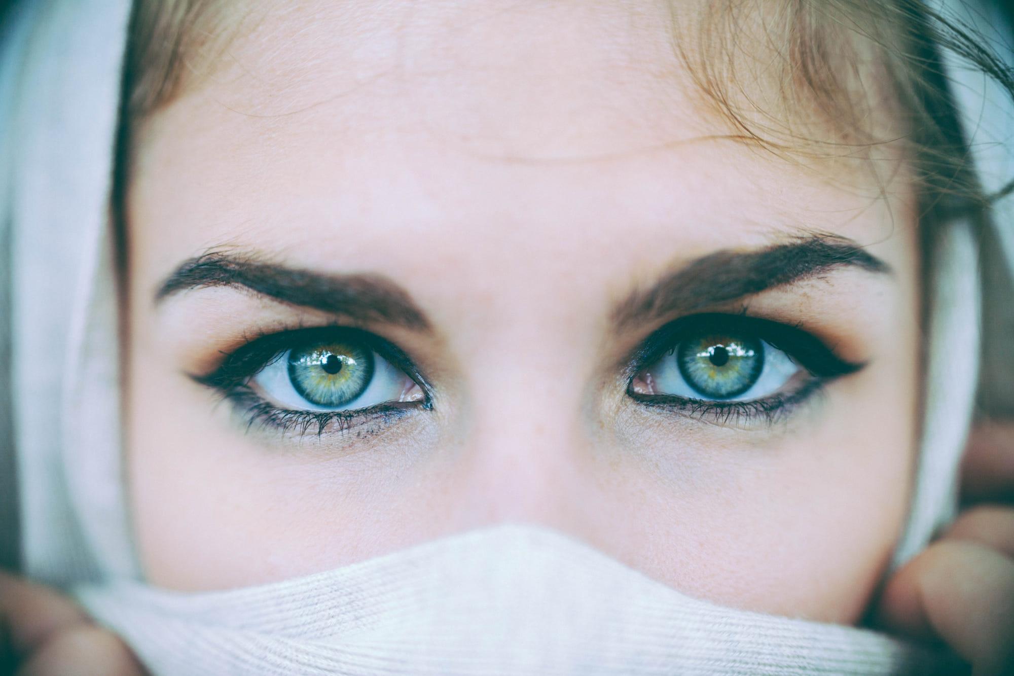 Картинки красивые глаза девушки, прически рисунки открытка