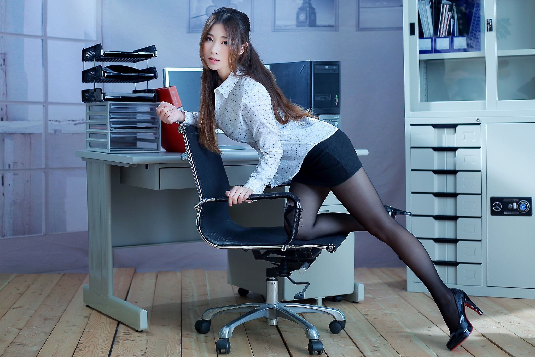 The office hot girl — photo 13