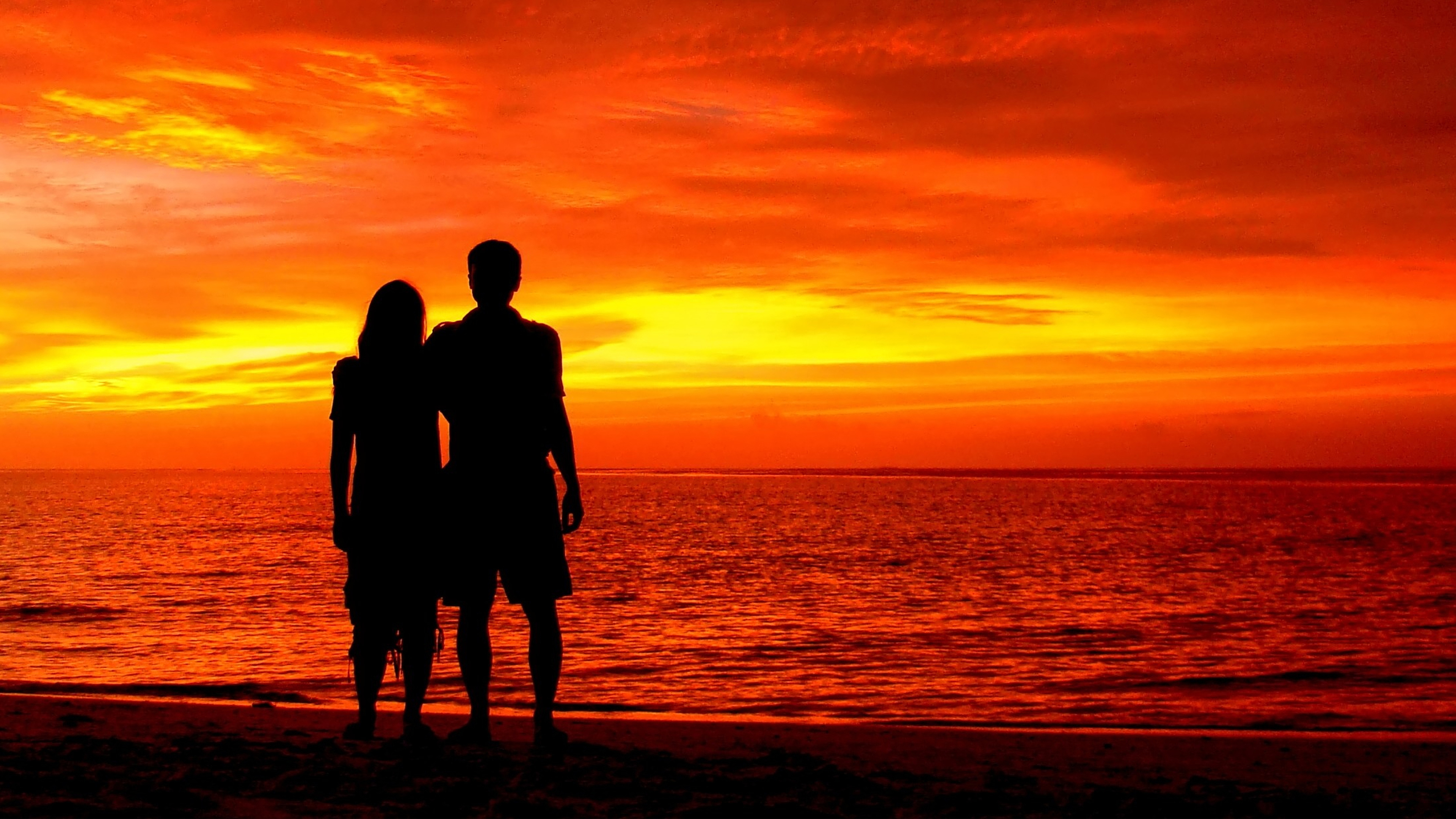 Силуэт пары на фоне моря картинки