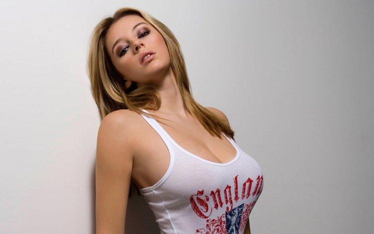 bolshie-byusti-blondinok