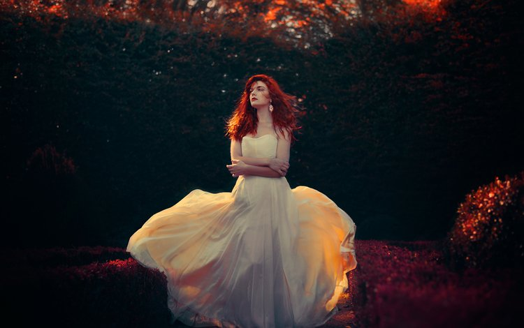 Красивые девушки в платьях рыжие