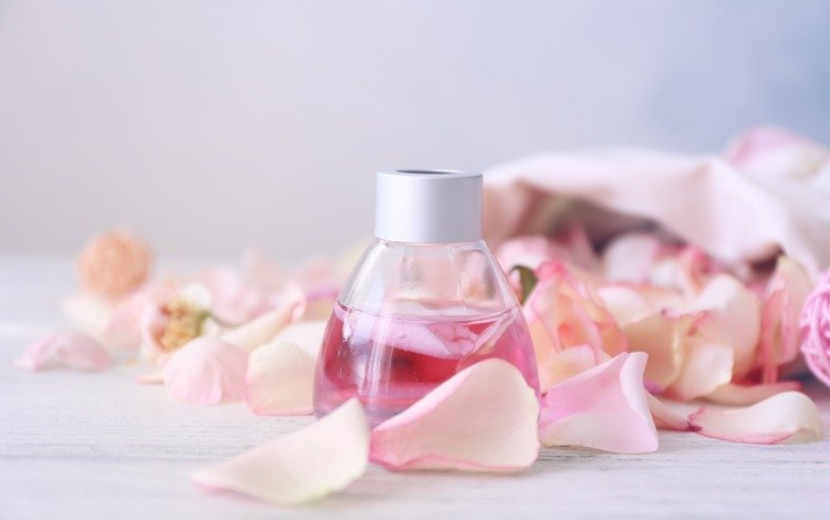 perfume out of rose petals